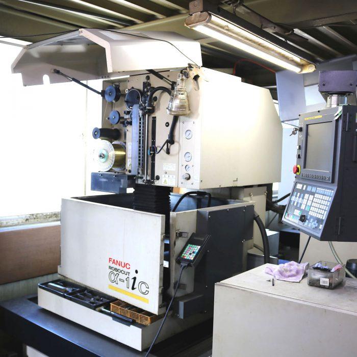 ワイヤーカット自動結線 FANUC製 ROBOCUT α-1iC